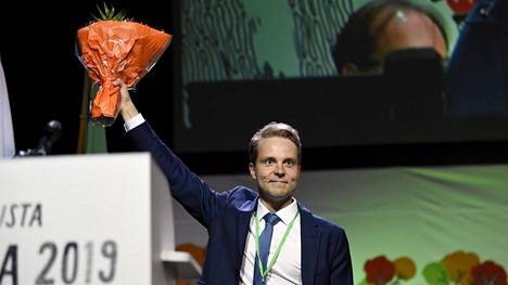 Honkonen voitti äänestyksessä vastaehdokkaansa Mikko Kärnän äänin 971 - 620.