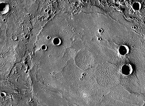 Laavakiven muodostamaa tasankoa Merkuriuksen pohjoisnavalla.