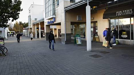 Poliisi kaipaa havaintoja Kontulan ostoskeskuksen alueella tapahtuneista tapon ja pahoinpitelyn yrityksistä.