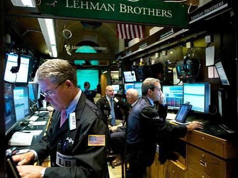 Lehmanin Brothersin osakekurssi sukelsi tiistaina.