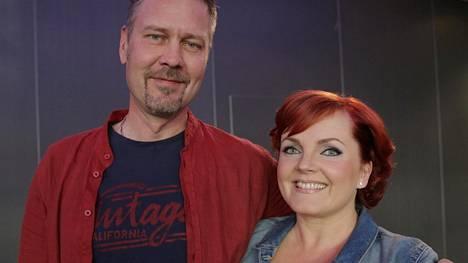 Yhtyeen solistit Antti Paavilainen ja Nina Tapio.
