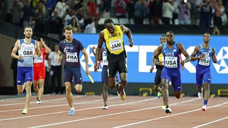Usain Boltin uran viimeinen kilpailu päättyi äärimmäisen ikävästi.