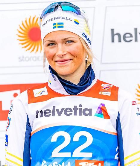 Frida Karlsson on Ruotsin maastohiihdon sensaatio. Nuori urheilija kärsi viime talvena terveysvaivoista.
