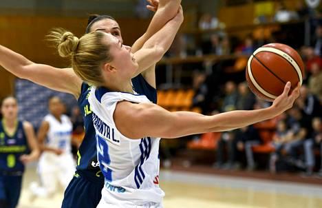 Linda Lehtoranta naisten koripallon EM-karsintaottelussa Suomi–Slovenia 17. marraskuuta 2018.