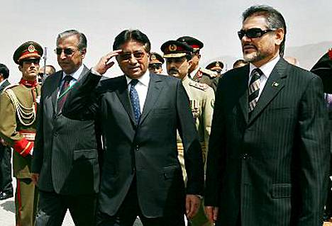 Pakistanin presidentti Pervez Musharraf saapui Afganistaniin neuvottelmaan ääri-islamilaisten liikkeiden hillitsemisestä.