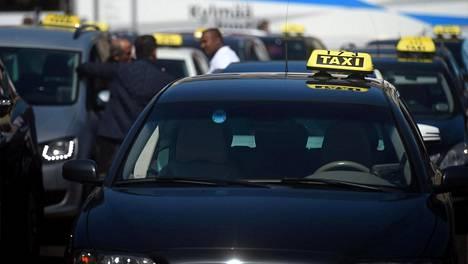 Suurin pula oli viime vuonna taksinkuljettajista.