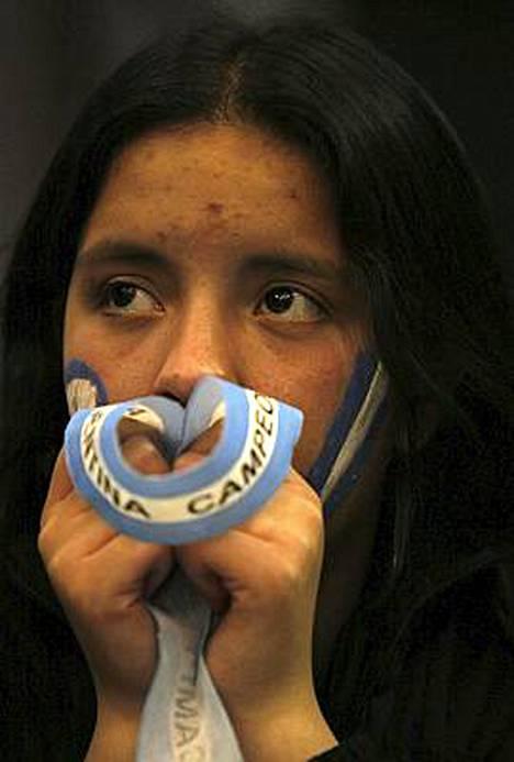 Argentiinan fani pettyi Buenos Airesissa. Hän katsoi finaalin televisiosta.