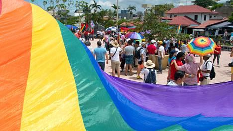 Costa Ricassa juhlitaan tiistaina tasa-arvoisia avioliittoja.