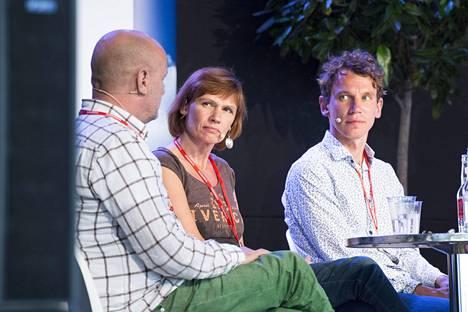 Kuvassa vasemmalta oikealle Jaakko Niemelä, Mari Rantasila ja Juha Itkonen.