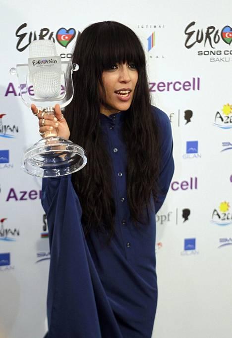 Vuoden 2012 euroviisuvoittaja Loreenin tyyliin kuului paksuakin paksumpi ja ylipitkäksi venähtänyt otsatukka.