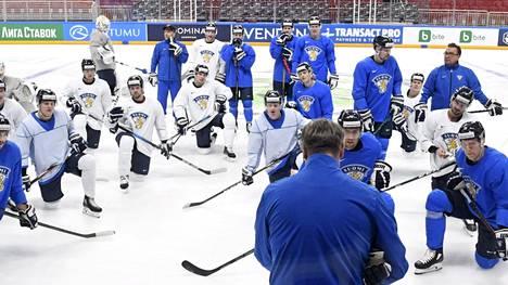 Jukka Jalosen johtama Leijonien valmennusryhmä kutsuu suomalaiset NHL-pelaajat kokoon ensi viikolla. Kuva viime kevään Latvian MM-kisoista.