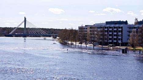 Tulvaennusteet lupaavat Rovaniemelle lähes varmasti suurtulvaa. Kuva toukokuulta 2012.