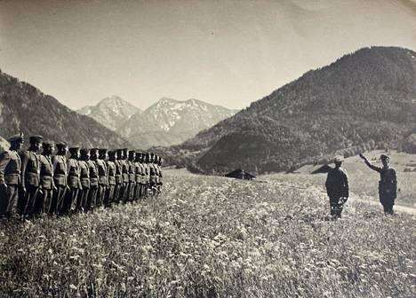 Suomalainen pataljoona pääsi lepäämään Baijerin Ruhpoldingin alppimaisemiin ennen palautustaan Suomeen kesällä 1943.