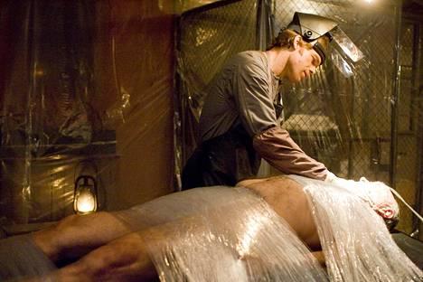 Sarjassa seurattiin Miamin poliisin veriroisketutkija Dexter Morgania, joka oli todellisuudessa sarjamurhaaja. Fanit olettivat, että sarja päättyisi Dexterin kuolemaan, mutta finaalijaksossa Miamista paennut Dexter nähtiinkin työskentelemässä metsurina.