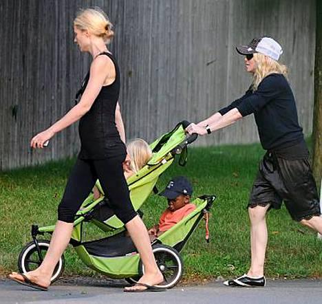 Gwyneth Paltrow ja Madonna viettivät laatuaikaa lastensa Applen ja David Bandan kanssa.