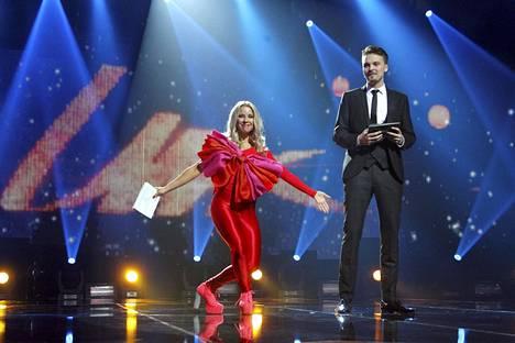 Näyttelemisen, laulamisen, improvisaation ja keikkailun lisäksi Salminen on juontanut useita tilaisuuksia ja ohjelmia. Talvella 2016 hän juonsi UMK:n yhdessä Krista Siegfridsin kanssa.