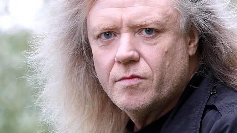 –Nousen lavalle ja laulan omia biisejäni, pelkästään niitä, Jussi Hakulinen kertoo esiintymisestään Yö Revisited -yhtyeen kanssa Daffest-tapahtumassa.