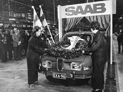 Ensimmäinen Saab valmistui Saab-Valmetin autotehtaalla Uudessakaupungissa 1969. EKA-69-rekisterinumeron saanut auto lahjoitettiin tasavallan presidentti Urho Kekkoselle.