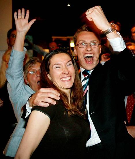 Näin pariskunta juhli Alexander Stubbin pääsyä europarlamenttiin vuonna 2004.