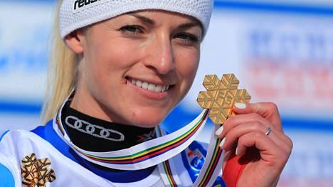 Sveitsin Lara Gut-Behrami juhli torstaina toista kultaansa alppihiihdon MM-kilpailuissa.