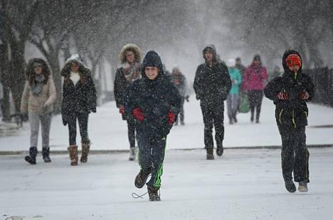 Koululaisia National Mallilla 22. tammikuuta.