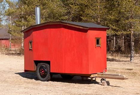 Yrjö Pirnes ei tarvinnut saunaa itse, joten sille löytyi uusi koti sukulaisen luota.