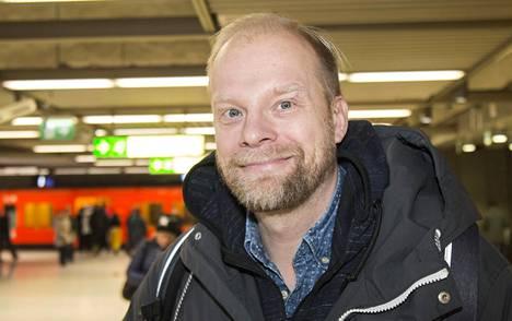 Näyttelijä Ville Myllyrinne aikoo kokeilla kuukauden kasvisruokaa.