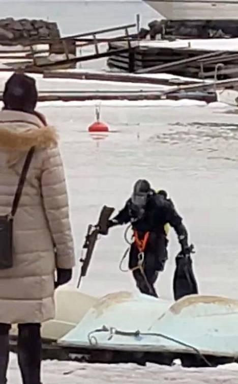 – Se oli ihan sattumaa, meillä oli siellä harjoitus, kertoo Helsingin pelastuslaitoksen päivystävä palomestari Sami Lindberg.