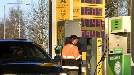 Tankkaukseen kuluu nyt rahaa hiukan enemmän kuin huhtikuussa.