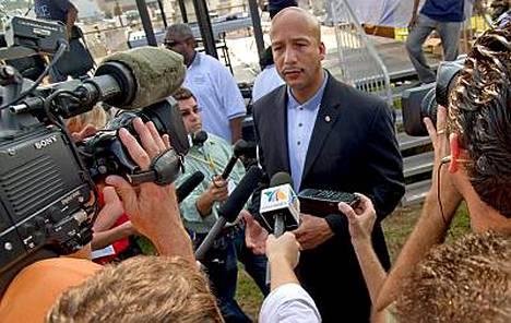 New Orleansin pormestari Ray Nagin on aloituttanut massiiviset evakuointitoimet. Hän vaatii koko kaupungin tyhjentämistä.