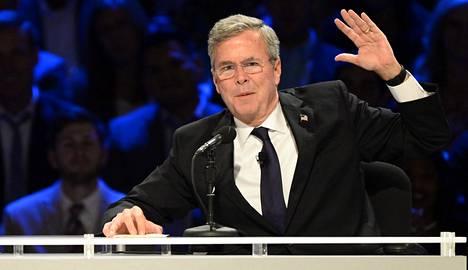 Trump piikitteli puoluetoveriaan Jeb Bushia (kuvassa), joka kilpailee hänen kanssaan republikaanien presidenttiehdokkuudesta.