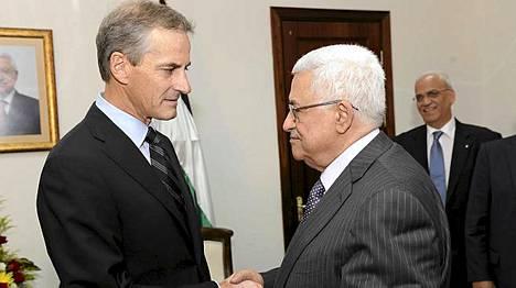 Störe tapasi palestiinalaisten presidentin Mahmud Abbasin elokuussa.