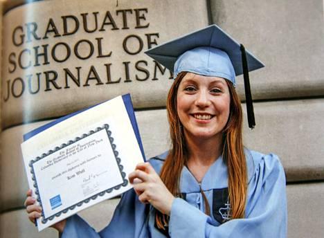 Kim vastavalmistuneena Colmubian yliopiston journalistiikan linjalta toukokuussa 2013.