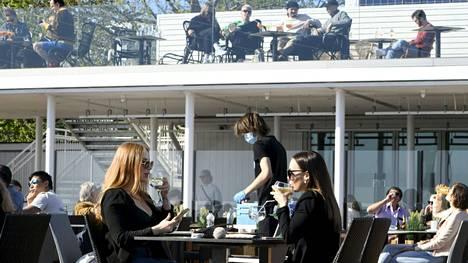 Ravintoloiden rajoitukset helpottavat hieman Uudellamaalla.
