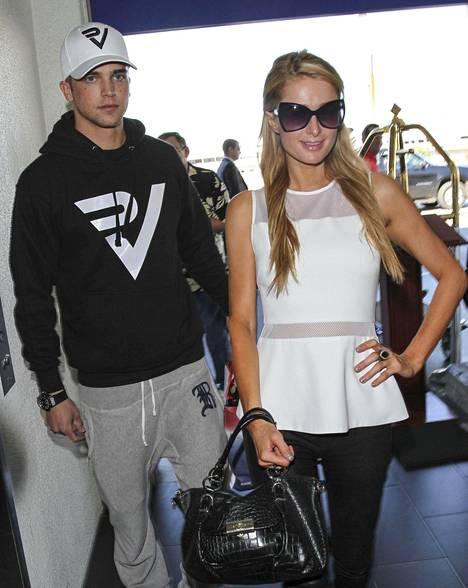 River Viiperi ja Paris Hilton kuvattuna marraskuussa 2013.