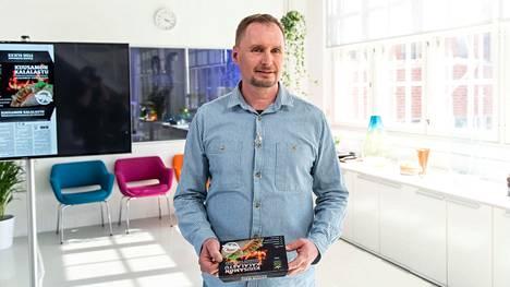 Juha Korhonen on mukana kisassa Kuusamon Kalalastu -tuotteella.