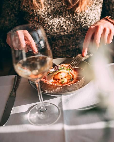 Pelipäivän jälkeen voi palkita itsensä jossakin Ahvenanmaan lukuisista tasokkaista ravintoloista.