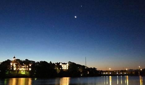 Vuonna 2015 aamutaivaalla saattoi nähdä Jupiterin, Marsin, Kuun, Venuksen ja Merkuriuksen.