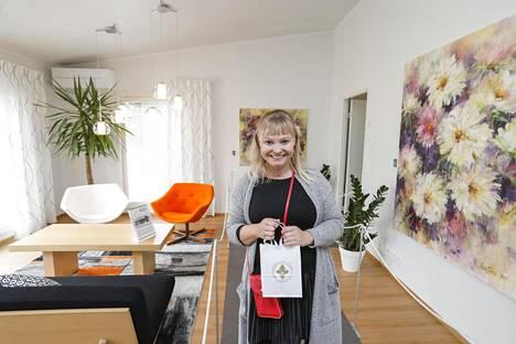 Tertin kartanon operatiivinen johtaja Heli Pöyry tietää, mistä suomalaiset haaveilevat. Villa Landen sisustuksesta huokuu maalaisromantiikka.