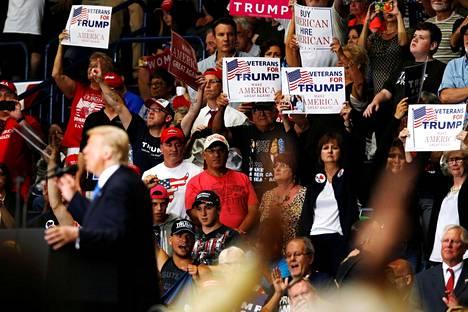 """Trumpin kannattajia Ohiossa. Ohio on osa """"Ruostevyöhykettä"""", Yhdysvaltain perinteistä teollisuusaluetta, joka kamppailee rakennemuutoksen kourissa."""