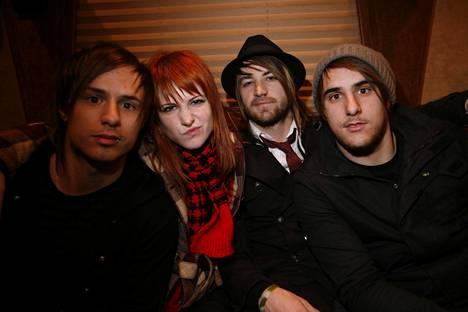 Vuonna 2007 Paramoreen kuuluivat Josh Farro, Hayley Williams, Jeremy Davis ja Zac Farro.