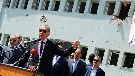 Erdoganin hallinto on siivonnut laajasti Fethullah Gülenin kannattajiksi epäillyt pois valtion viroista.