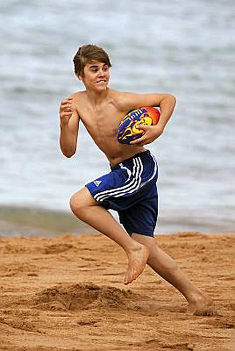 Näin iloisesti Justin Bieber vielä kirmasi viikonloppuna Sydneyssä.