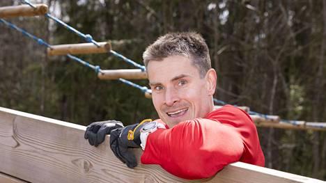 Jan von Gerich ratkaisi harjoitteluongelman ja rakensi pihalleen oman treeniradan.