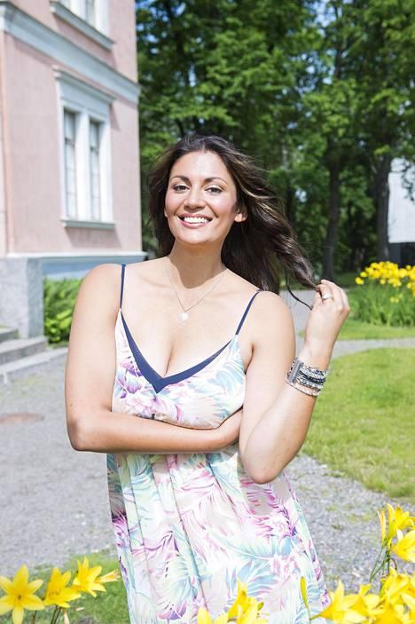 Jasmin Mäntylä aikoo edetä uudessa suhteessaan rauhallisesti.