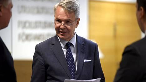 Ulkoministeri Pekka Haavisto menossa eduskunnan suuren valiokunnan kokoukseen Pikkuparlamentissa Helsingissä 17. tammikuuta 2020.