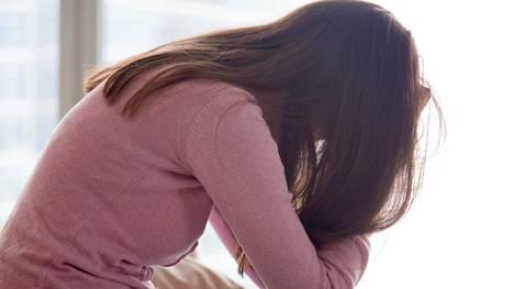 Suhde on voinut  rikkoa vakavalla tavalla esimerkiksi itsetuntoa ja -luottamusta sekä horjuttaa yleistä turvallisuuden tunnetta. Siitä seuraa hyvin monimuotoista oirehdintaa.