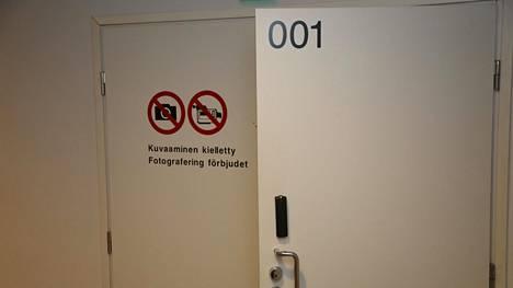Suuren huumejutun käsittely alkoi keskiviikkona Helsingin käräjäoikeuden turvasalissa.