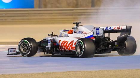 Nikita Mazepinin kisaviikonloppu Bahrainissa on ollut yhtä pyörähtelyä.