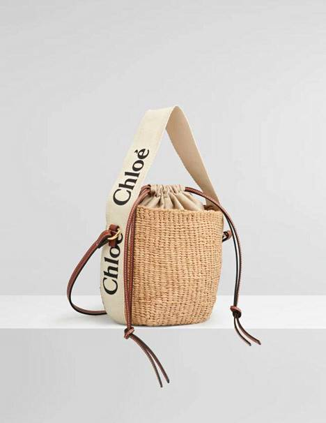 Yksi Chloén ja Mifukon yhteistyölaukuista näyttää tältä. Malli on tällä hetkellä loppuunmyyty Chloén nettikaupasta. Small Woody Basket, 450 €.